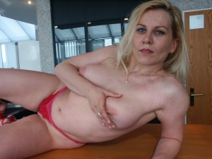 nackte-moppelige-MILF